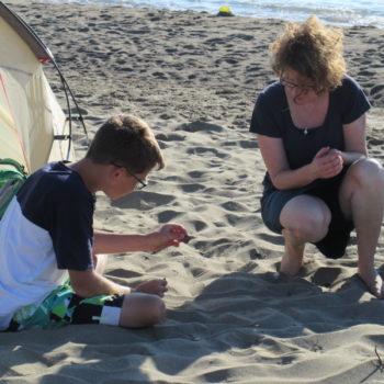 Lebenskompetenz und Zugehörigkeit: Mit Freunden in den Ferien am Strand